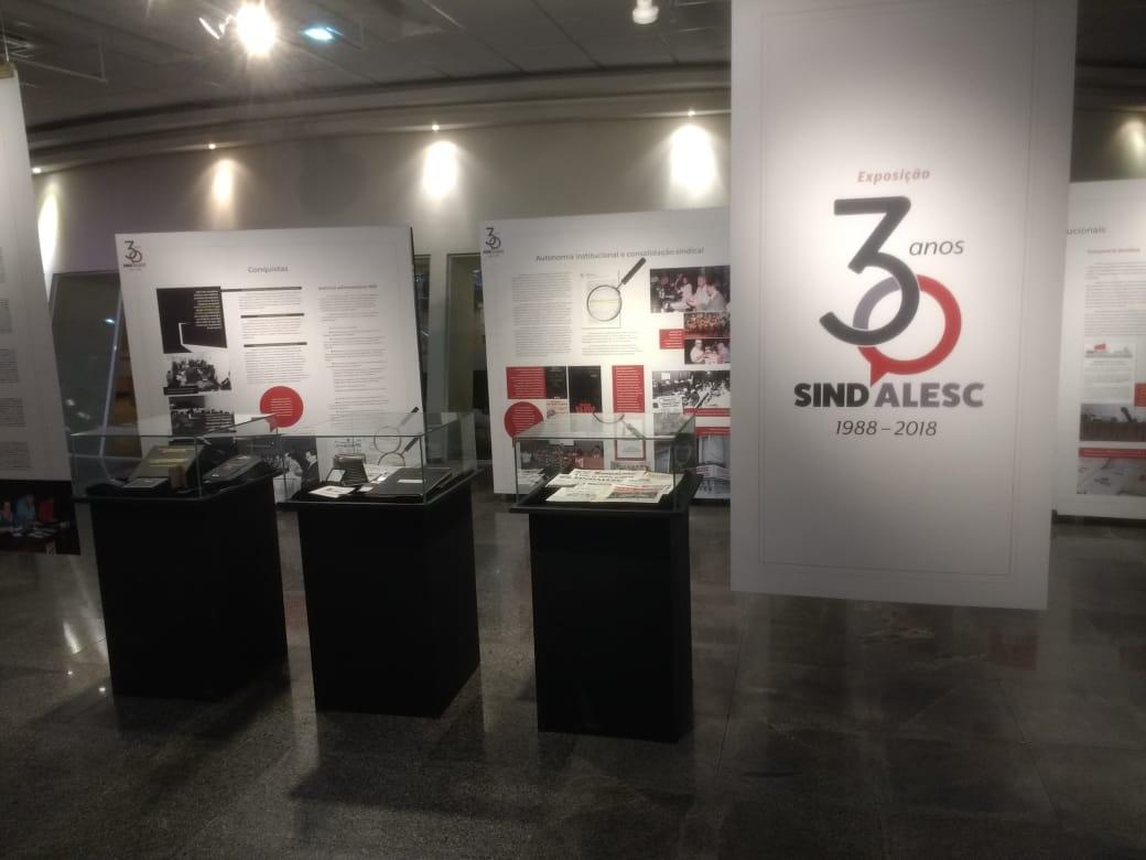 Fenale parabeniza o SindAlesc pela abertura da exposição sobre os 30 anos do sindicato de Santa Catarina