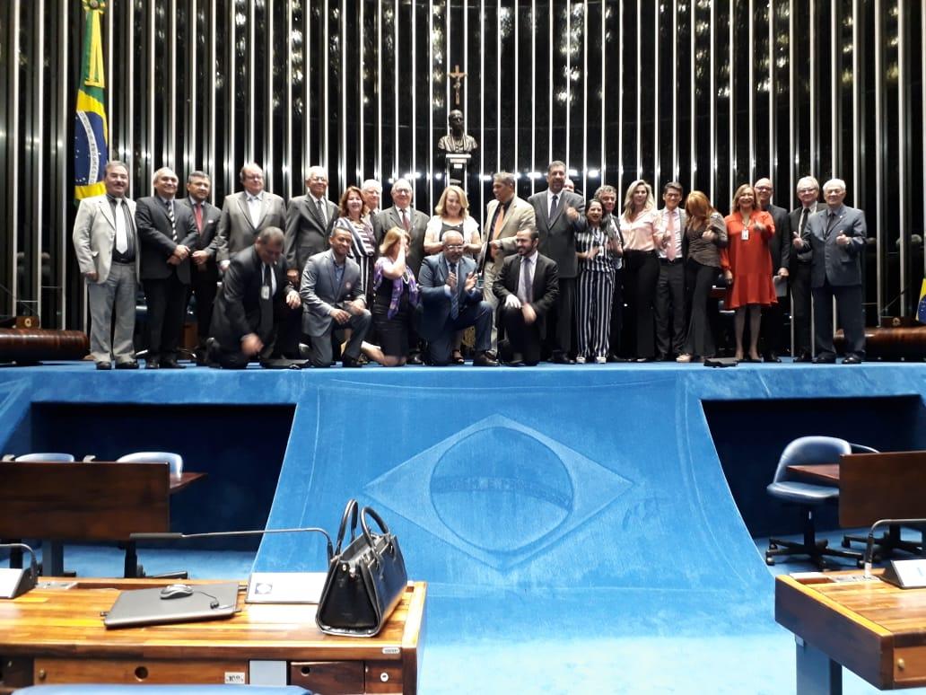 O secretário-geral da Fenale, José Eduardo Rangel, prestou uma homenagem ao Sindilegis durante a Sessão Solene Especial do Senado