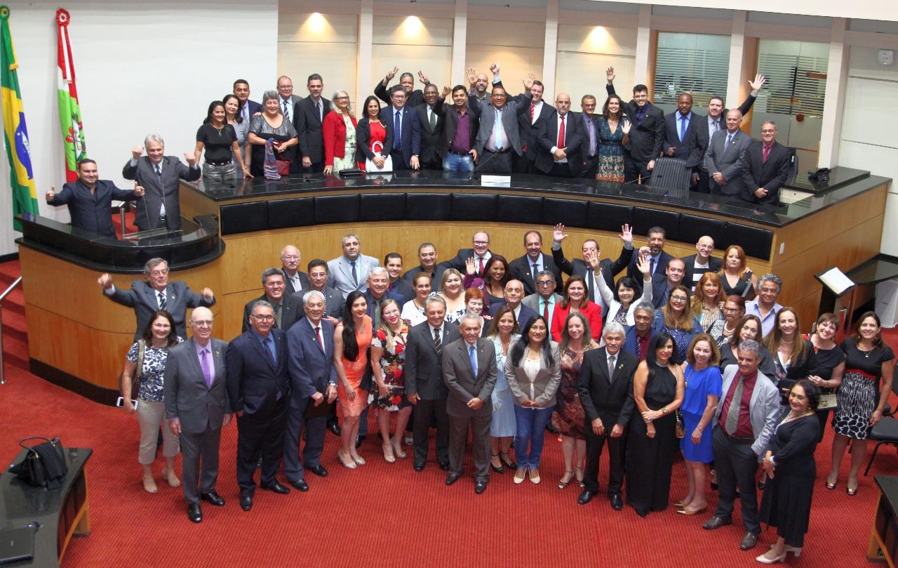 Assembleia catarinense celebra os 30 anos do Sindalesc e 41º Encontro da Fenale