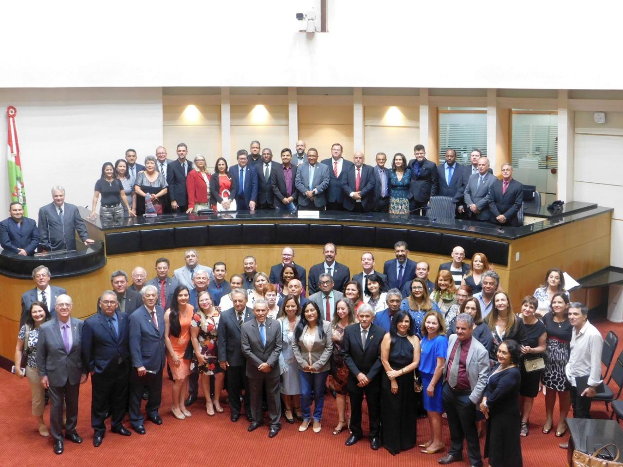 Fenale inicia seu 41º Encontro Estadual em Sessão Solene na Alesc